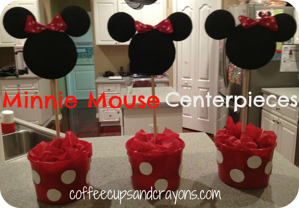 how to make easy minnie mouse centerpieces rh coffeecupsandcrayons com Minnie Mouse Birthday Centerpiece Minnie Mouse Candy Table