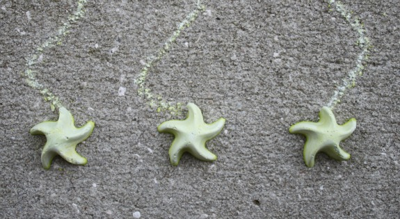 Glow in the Dark Chalk!  A fun sidewalk chalk recipe that glows in the dark!