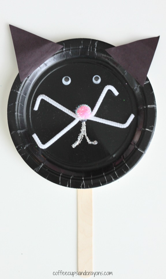 Paper Plate Craft--Make a Black Cat for Halloween!