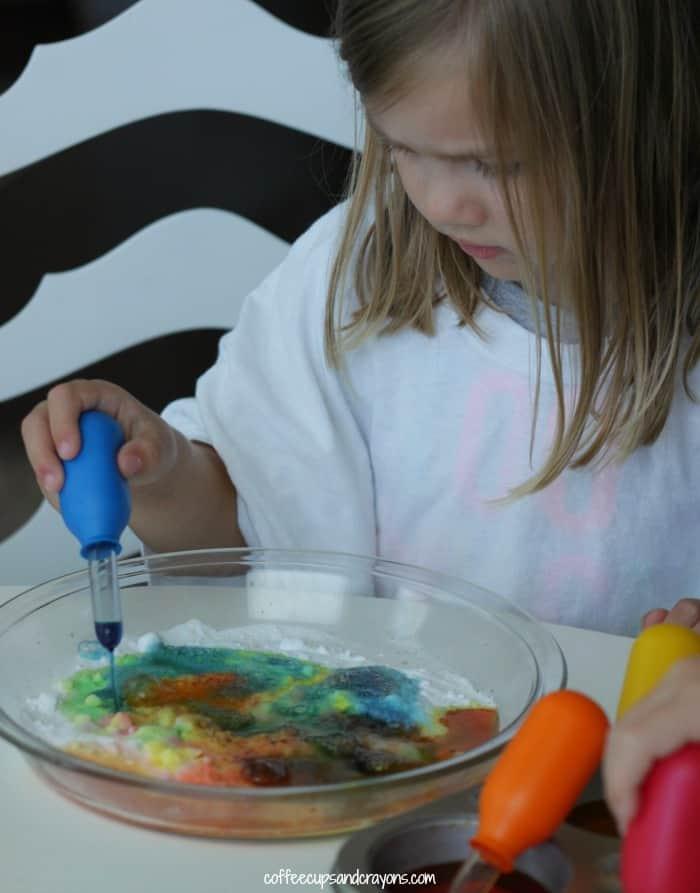 Preschool Baking Soda and Vinegar Art and Science Activity