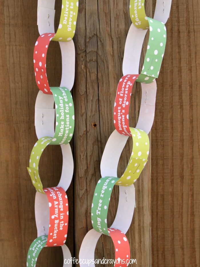 Free Printable Acts of Kindness Christmas Countdown Chain! Fun for an Advent Calendar!