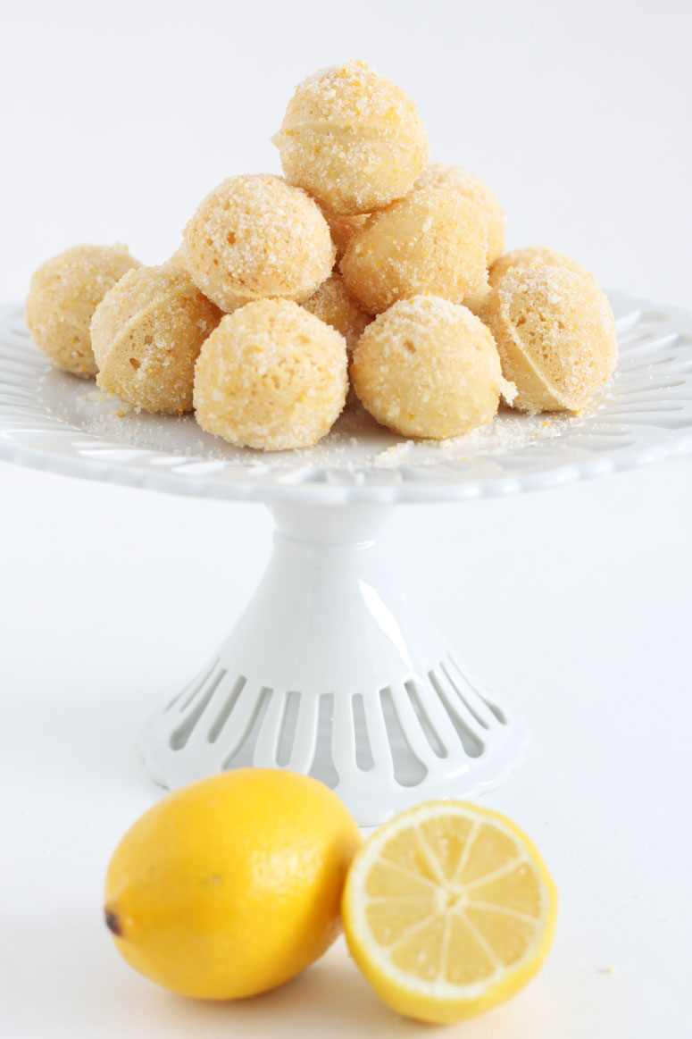 Lemon Baked Donut Holes | @reciperunner