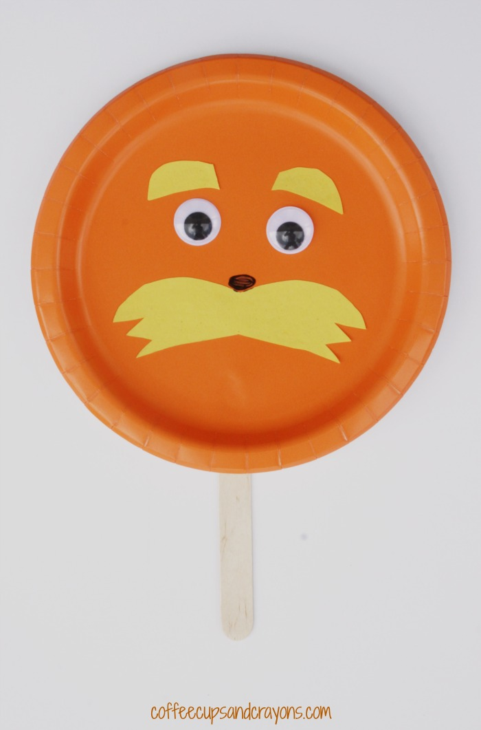 Lorax Paper Plate Craft for Preschool! A simple Dr. Seuss craft for kids!