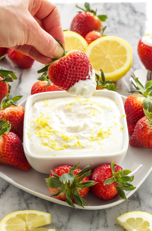 Skinny Lemon Cheesecake Dip | @reciperunner
