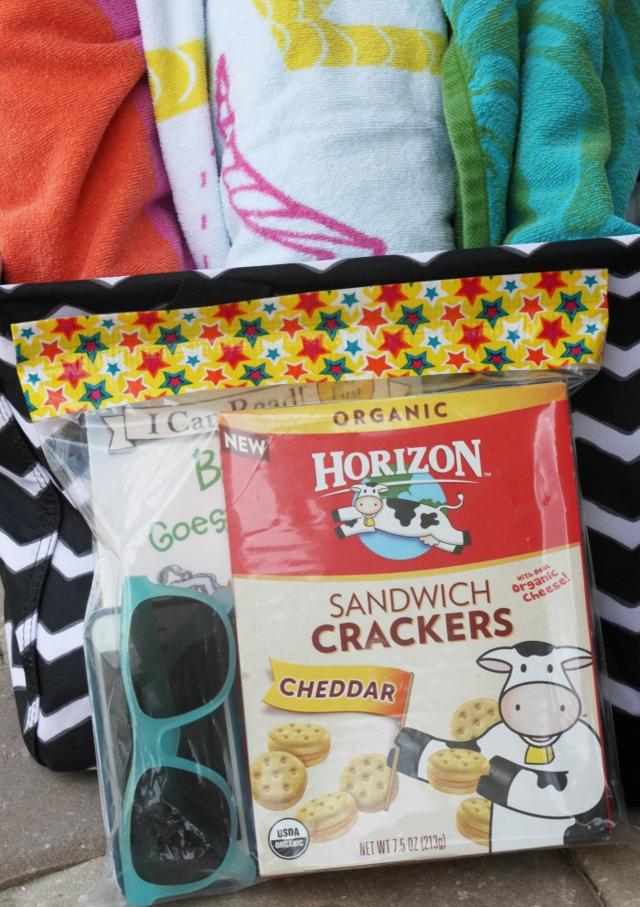 DIY Summer Pool Bag! Keep your snack and belongings dry at the pool!