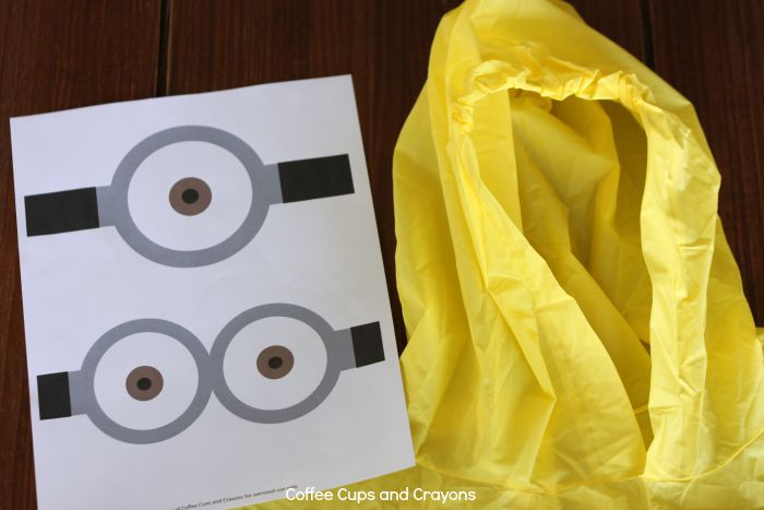 How to make a Minion Poncho with free printables! So easy!