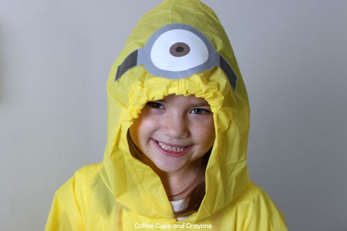 Make your own minion poncho! Perfect for trips to Universal Studios and minion lovers!