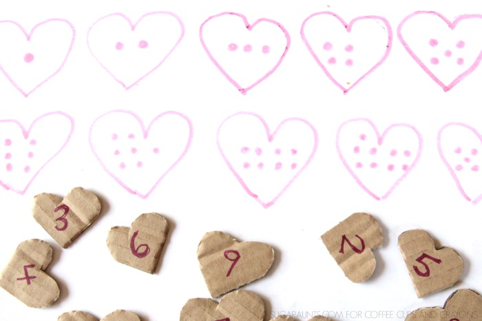 Kids will love playing this heart number matching activity! What fun for the days leading up to Valentine's Day!