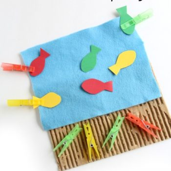 Color matching fine motor busy bag is great for building hand strength and learning colors.