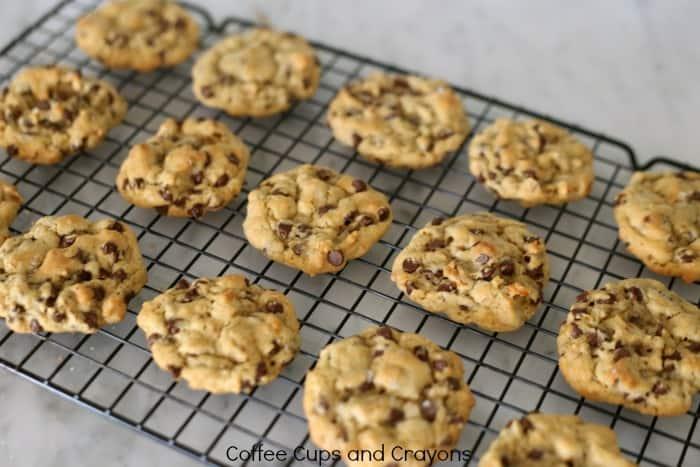 sooooooo-good-chocolate-chip-pretzel-cookies