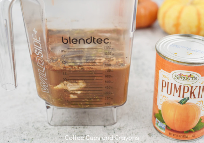 blender full of ingredients for pumpkin spice latte smoothie